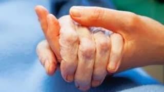 Πέρασαν χειροπέδες σε 79χρονη χειρουργημένη για χρέη στο ΤΕΒΕ