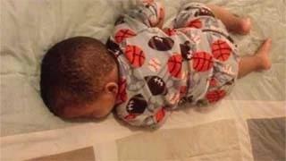 Θεϊκή αντίδραση! Ο πιτσιρικάς κοιμάται και μόλις ακούει μουσική…