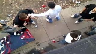 Ο πιτσιρικάς που νίκησε τον νταή… Τον έκανε ασήκωτο… (video)