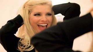 Έλληνας τραγουδιστής «Την είχα στην τουαλέτα την Μενεγάκη
