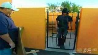 Έλληνας Μάγος περνά ανάμεσα από πόρτα on camera