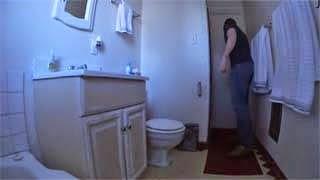 Όταν επισκέπτονται την τουαλέτα σε ξένο σπίτι