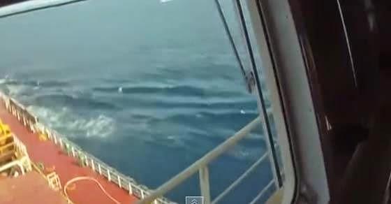 Πειρατές προσπαθούν να αιχμαλωτίσουν εμπορικό πλοίο