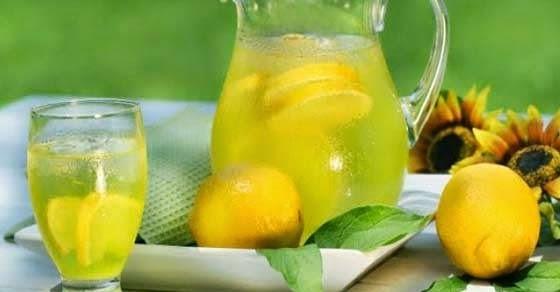 να πίνεις ζεστό νερό με λεμόνι