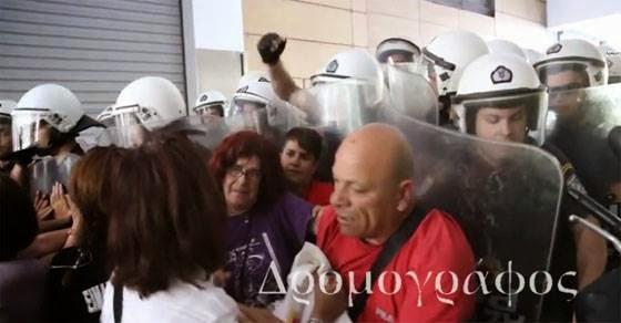 Άνδρας των ΜΑΤ χτύπησε καθαρίστρια στο κεφάλι