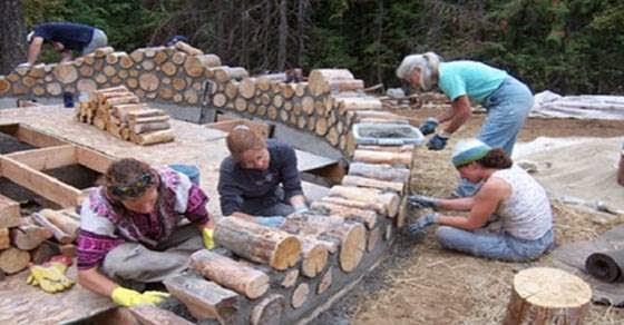 Δείτε τι έφτιαξε μια οικογένεια από κορμούς δέντρων