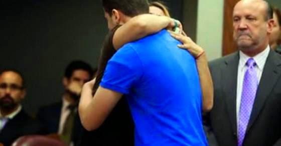 Μητέρα αγκάλιασε τον δολοφόνο της κόρη της