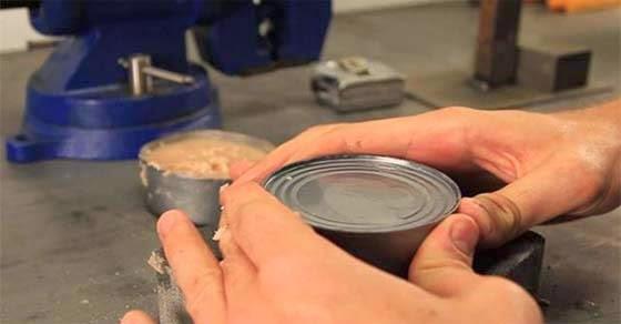 Πώς να ανοίξετε μια κονσέρβα με τα χέρια