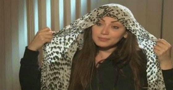 Δείτε τι έκανε ο ιμάμης όταν η δημοσιογράφος έβγαλε την μαντίλα