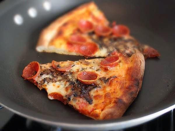 Ζεσταίνετε την πίτσα