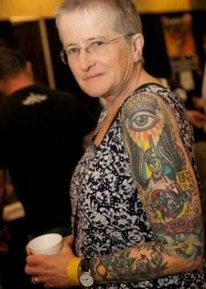 τατουάζ σε ηλικιωμένο