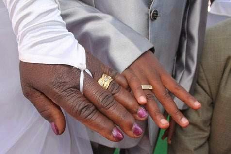 9χρονος παντρεύτηκε την 62χρονη2