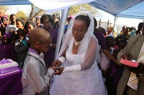 9χρονος παντρεύτηκε την 62χρονη1