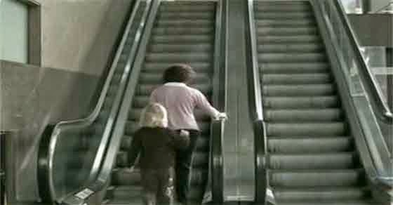 Δεν θα φερθείτε ποτέ ξανά με τον ίδιο τρόπο στο παιδί