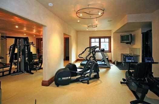 το σπίτι του David Spafford μπάνιο γυμναστήριο