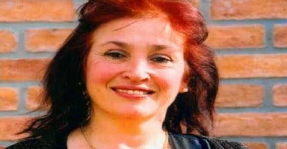 Η Ρούλα Βροχοπούλου ψάχνει για φαγητό στα σκουπίδια