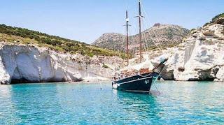 τιρκουάζ νερά και η χρυσαφένια άμμος στις ελληνικές παραλίες