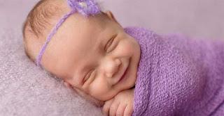 Όμορφες εικόνες με χαμογελαστά μωρά εν ώρα ύπνου