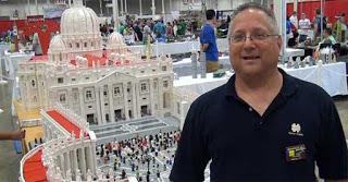 Παπάς έφτιαξε το Βατικανό με 500.000 τουβλάκια Lego