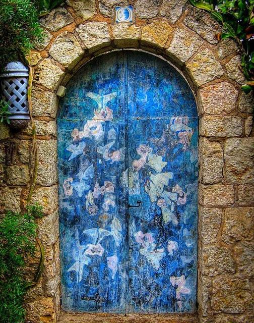 πόρτες ανά τον κόσμο που θυμίζουν ταινία φαντασίας6