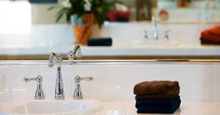 πράγματα που πρέπει να πετάξετε γρήγορα από το μπάνιο σας